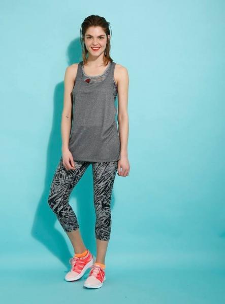 Destreza deportiva - Musculosa y Calza gris Mujer Verano 2017